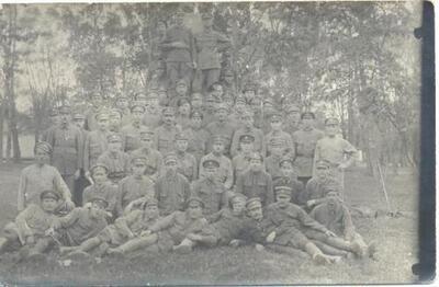 <B>Latvijas armijas karavīri></B>