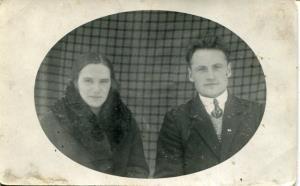 <b>Vera (dz. Putniņa) un Jānis Skrabes</b>>
