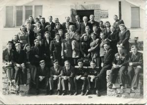<b>Komjaunatnes aktīva sanāksmes dalībnieki Madonā</b>>