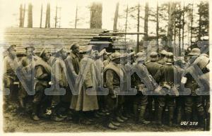 ATKLĀTNE: Vācijas armijas karavīri kopā ar Krievijas cariskās armijas karagūstekņiem mežā, Krievija; ATKLĀTNE: Vācijas armijas karavīri kopā ar Krievijas cariskās armijas karagūstekņiem mežā, Krievija