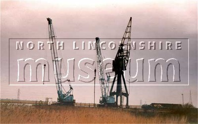 Cranes at Kings Ferry Wharf, Burton-upon-Stather, in 1988