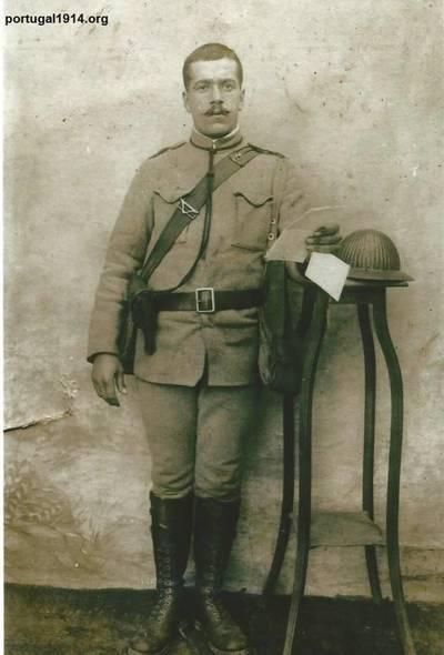 António Jerónimo fardado
