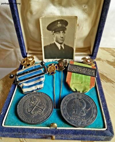 Medalha de Prata em conjunto com Medalha de 25 de Exemplar Comportamento na Marinha Mercante.