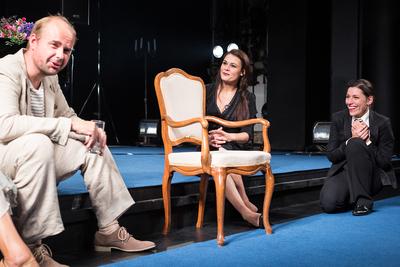 Avtorski projekt, Učene ženske po motivih Molièrovih Učenih žensk, Slovensko ljudsko gledališče Celje in Mestno gledališče Ptuj, 2015/2016. Fotografija 30