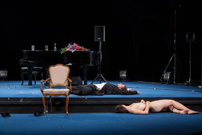 Avtorski projekt, Učene ženske po motivih Molièrovih Učenih žensk, Slovensko ljudsko gledališče Celje in Mestno gledališče Ptuj, 2015/2016. Fotografija 68