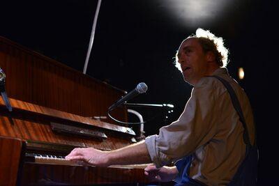 Stanisław Ignacy Witkiewicz, Ponorela lokomotiva, SNG Drama Ljubljana, 2012/13. Fotografija 24
