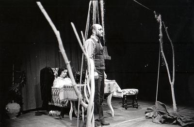 France Forstnerič, Tone Partljič, Ljubstava, daleč in v blatu, Drama SNG Maribor, 1981/82. Fotografija 123