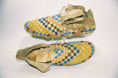 Cheyenne Indian Tribe-men's moccasins.