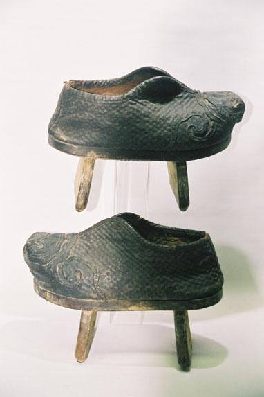 Ladies' mud shoes.