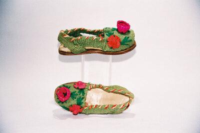 Child's sandal ? 'alpargatas'.