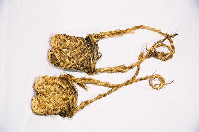 Fisherman's split toepart 'wara-gutsu'.