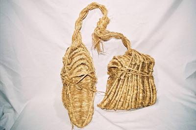 Bundle of 8 pairs men's straw sandals 'Zori'.