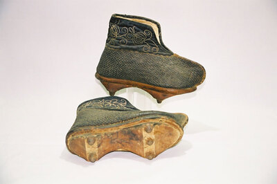 Qing imperial court servant bad weather shoes.