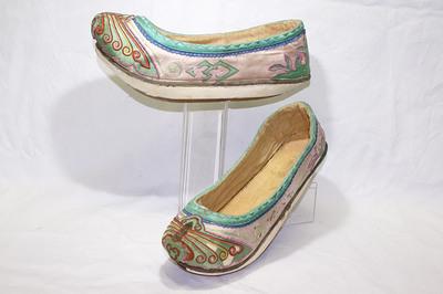 Ladies' boat shape platform shoes.