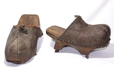 Men's mud shoes.