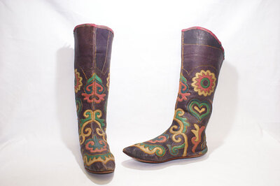 Tatar Tribe-Ladies' boot stocking 'Magshi' to be worn in overshoes.