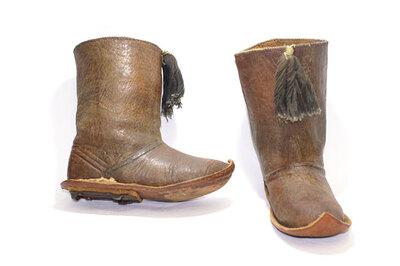 Boy's boots 'Zarabil Jild Asfar'.