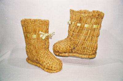 Ladies snow boots; 'Fukagutsu'.
