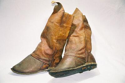 Sheik's boots-'Zarabil Jild Asfar'.