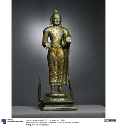 Stehender, vergoldeter Buddha