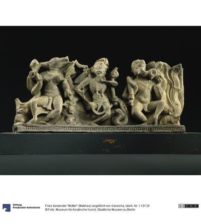 Fries tanzender Mütter (Matrkas) angeführt von Ganesha