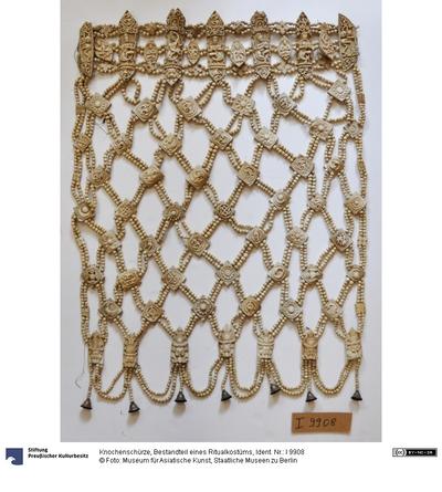 Knochenschürze, Bestandteil eines Ritualkostüms