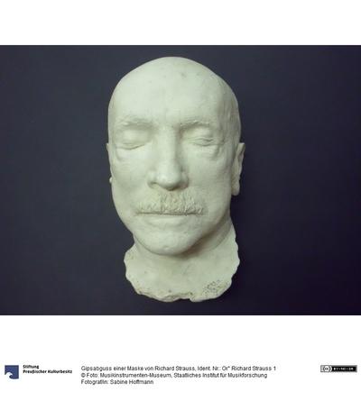 Gipsabguss einer Maske von Richard Strauss