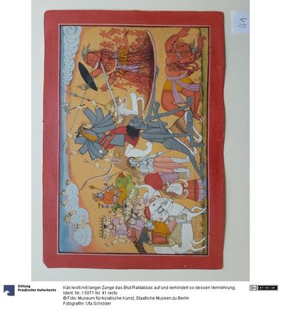 Kali leckt mit langer Zunge das Blut Raktabijas auf und verhindert so dessen Vermehrung