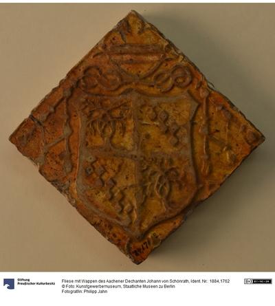 Fliese mit Wappen des Aachener Dechanten Johann von Schönrath