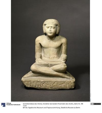 Schreiberstatue des Henka, Vorsteher der beiden Pyramiden des Snofru