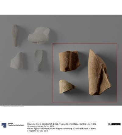 Fragmente einer Statue