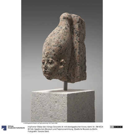 Kopf einer Statue des Königs Sesostris III. mit oberägyptischer Krone