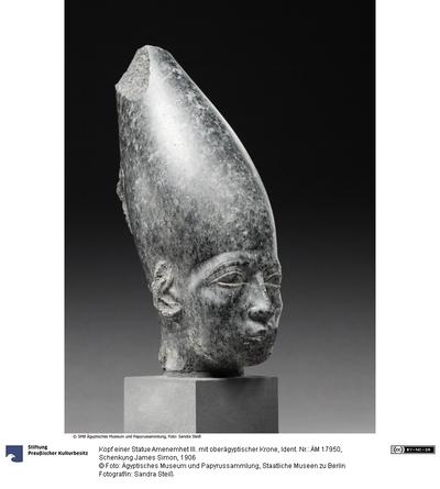 Kopf einer Statue Amenemhet III. mit oberägyptischer Krone