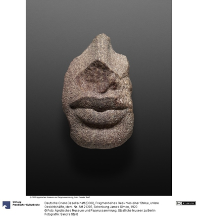 Fragment eines Gesichtes einer Statue, untere Gesichtshälfte
