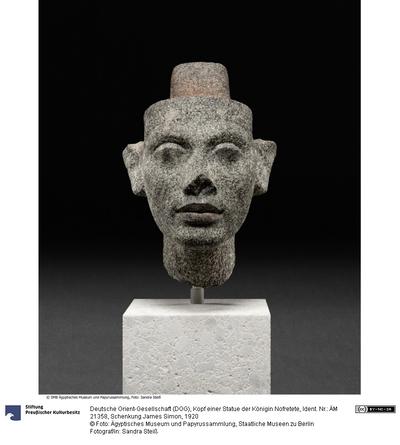 Kopf einer Statue der Königin Nofretete