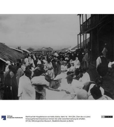 Markt auf der Hauptstrasse von Addis Abeba