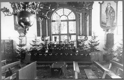 Granar och granris kring altaret vid  ...
