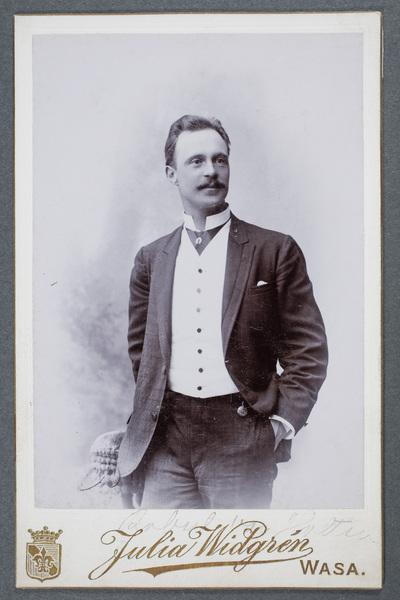 Robert von Holten (1861-1919), skådespelare.