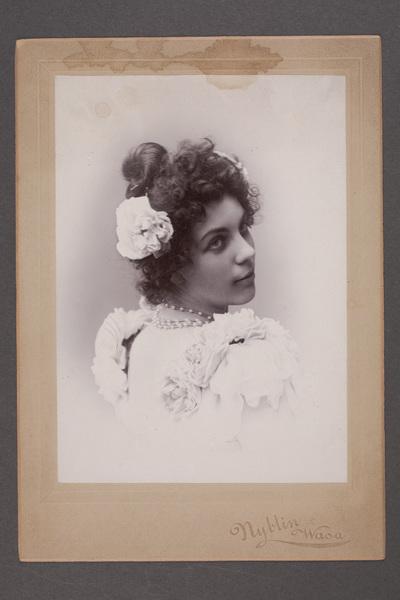 Anna Loenbom (1867-1954), skådespelare, i titelrollen  ...