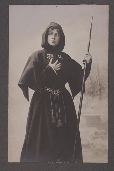 Gerda Lundequist, ursprungligen Lundqvist (1871-1959), svensk skådespelare.