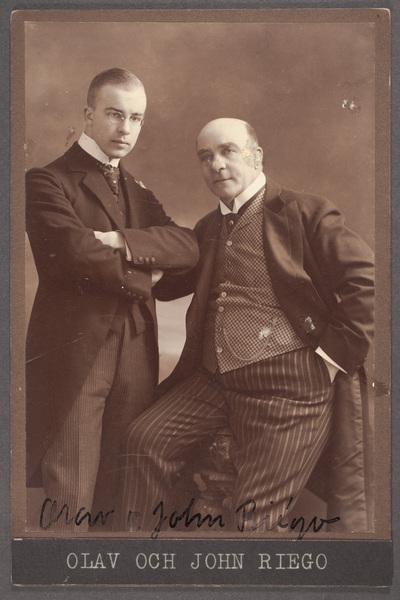 Skådespelarna Olav Riégo (1891-1956) och fadern  ...