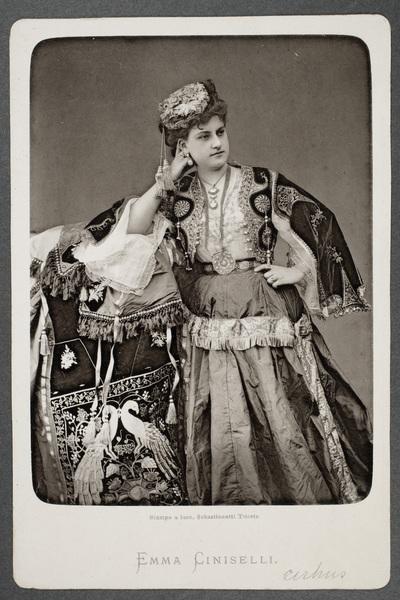 Emma Ciniselli dotter till cirkusdirektören Gaetano  ...
