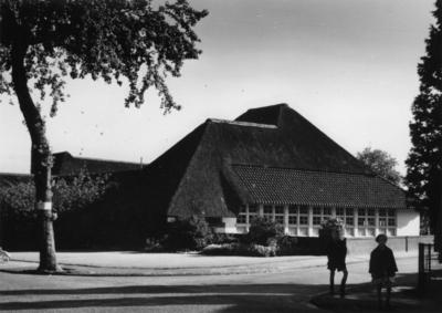 Ruysdaellaan huisnr(s) 6. noord-westgevel van de Ruysdaelschool, architect Dudok