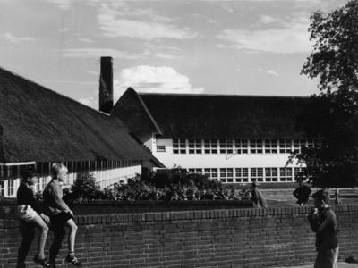 Ruysdaellaan huisnr(s) 6. westgevel van de Ruysdaelschool, architect Dudok