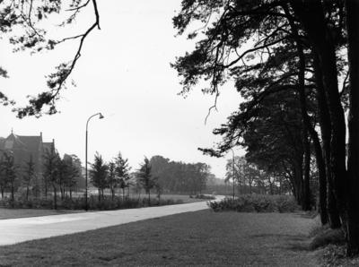 Geert van Mesdagweg. links loopt de Schuttersweg in de richting van de HBS