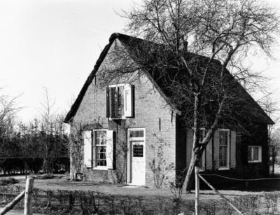 Schuttersweg. oudhollands huisje tegenover het Gymnasium