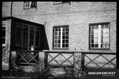 Rækkehus, indgangspartiet, en lille udbygning med franske døre