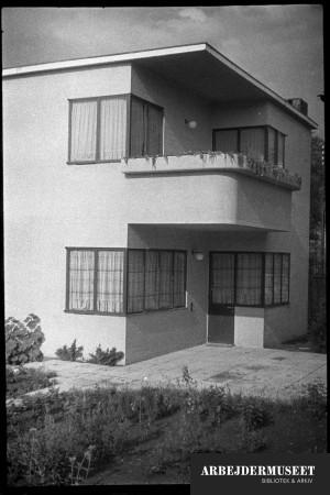 Villaer og rækkehuse, toplanshus med balkon