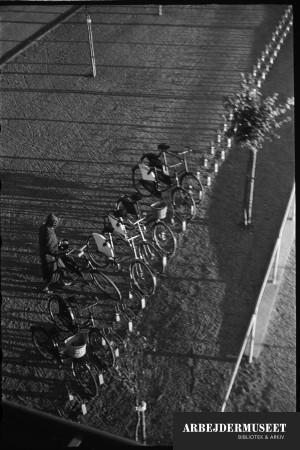 Vilhelm Lauritzens byggeri, Gladsaxe Skole, 1936/1937, cykelparkering