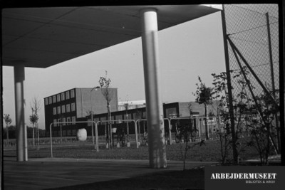 Vilhelm Lauritzens byggeri, Gladsaxe Skole, 1936/1937, set under et halvtag